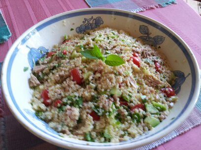 Tuna Quinoa Salad with Tomatoes and Basil