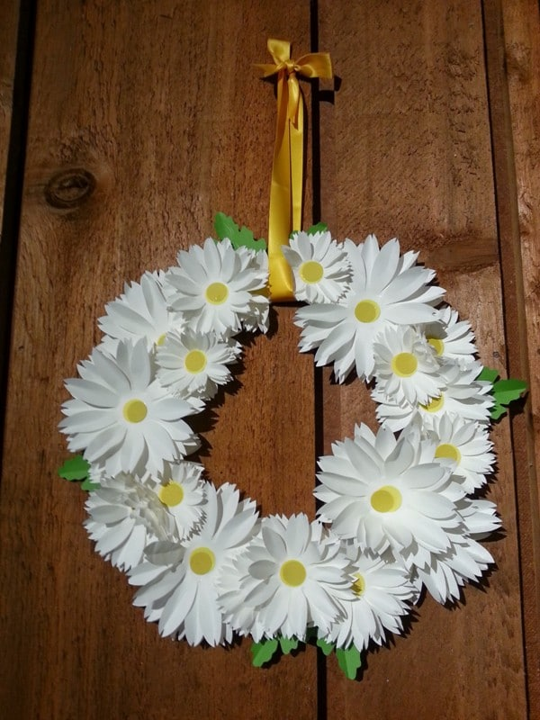 White Daisy Wreath 21 Crafts: Knitting and a Daisy Wreath