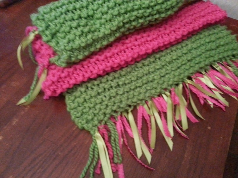 knitting 2 Crafts: Knitting and a Daisy Wreath