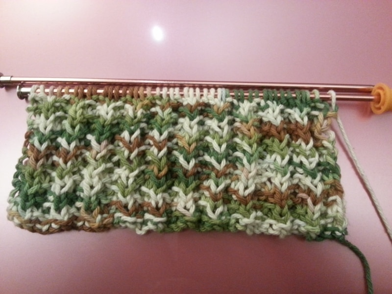 knitting Crafts: Knitting and a Daisy Wreath